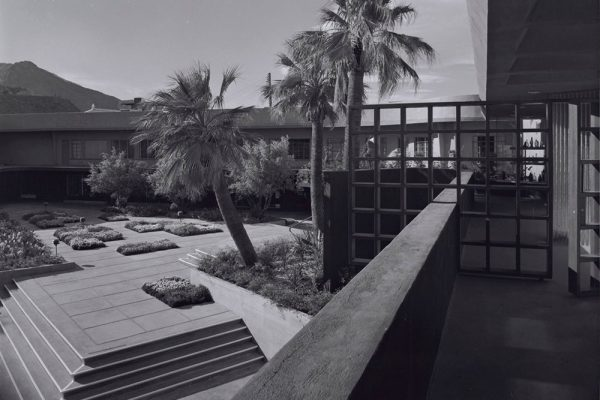 palm-springs-modern-committee-modernism-town-and-country-center